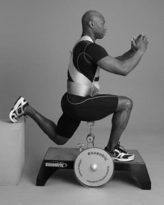 Georgy doing lunge exercises on the Exxentric kBox.